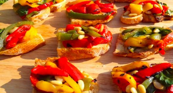 Bruschetta con peperoni e pinoli
