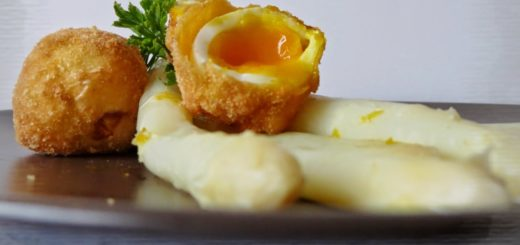 asparagi di bassano e uova fritte