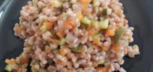 farro con carote zucchine e mandorle