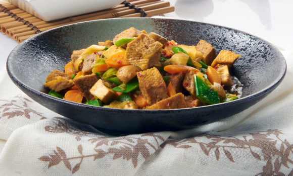 Tofu colorato con verdure