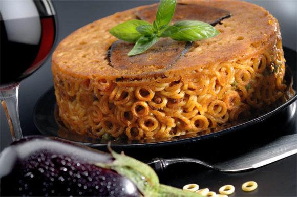 Anelletti siciliani vegetariani con melanzane