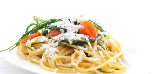 spaghetti di gragnano agretti e pomodori pachino
